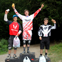AH423_sep_5_podiums 517-07-27